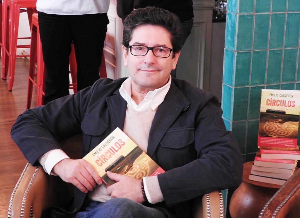 """Emilio Calderón presenta su novela """"Círculos"""""""