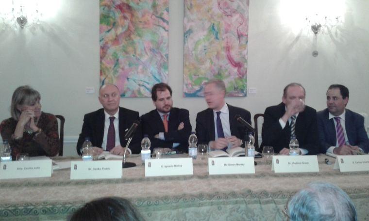 Participantes en la presentación del libro 'Visiones de Europa: retos compartidos'
