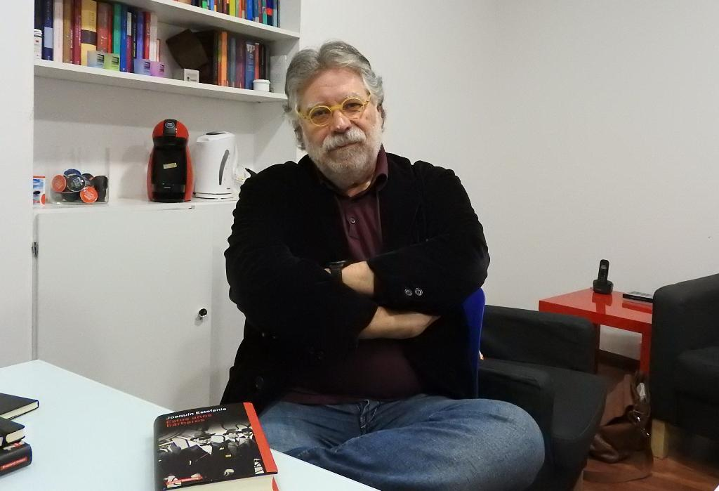 """Entrevista a Joaquín Estefanía, autor de """"Estos años bárbaros"""""""