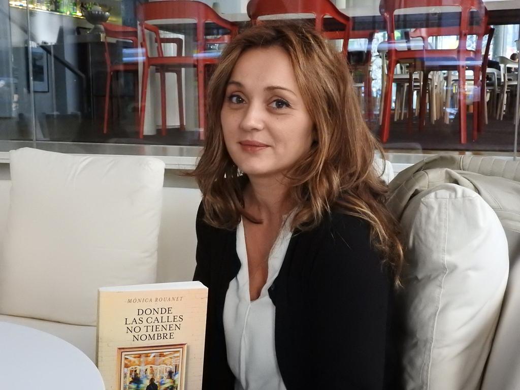 """Entrevista a Mónica Rouanet, autora de """"Donde las calles no tienen nombre"""""""