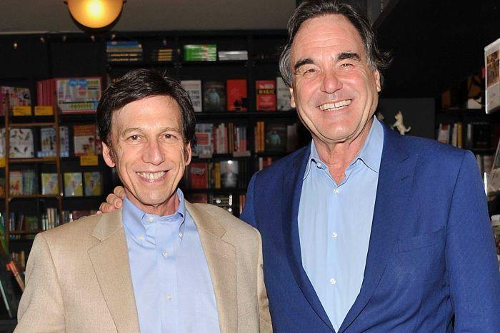 El cineasta Oliver Stone, coautor junto al historiador Peter Kuznick del libro