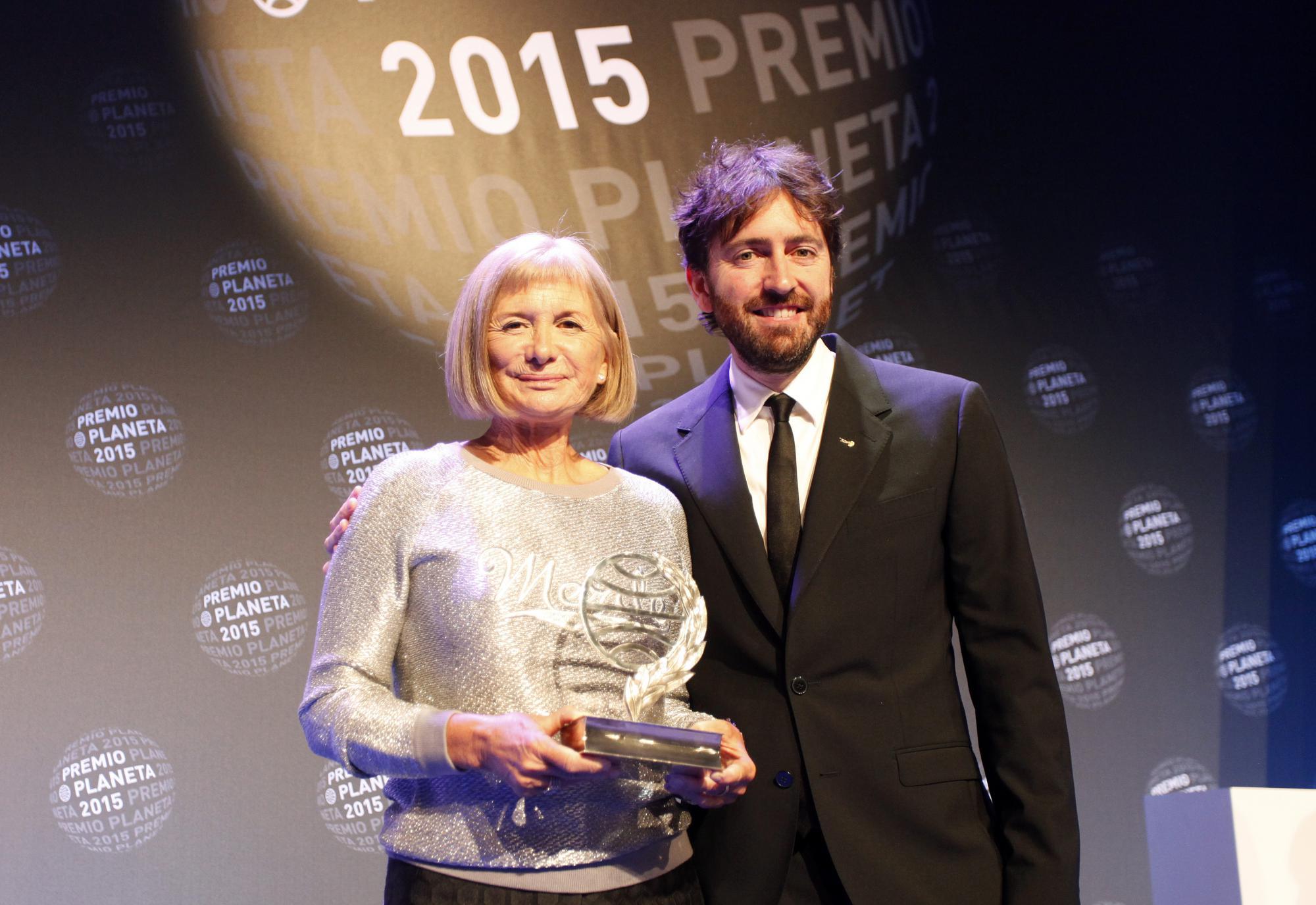 Alicia Giménez Bartlett, Premio Planeta 2015, y Daniel Sánchez Arévalo, finalista