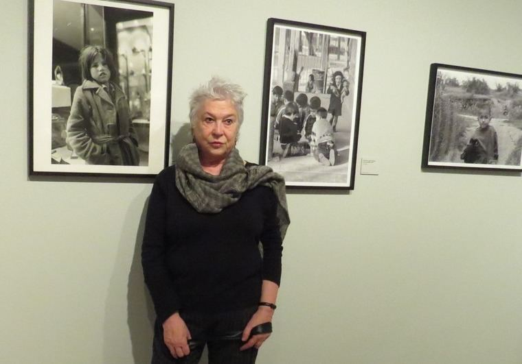 La fotógrafa chilena Paz Errázuriz, en la Fundación MAPFRE, ante su obra