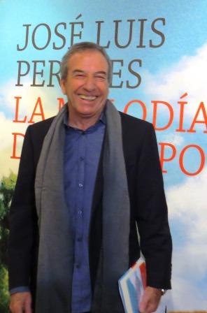 José Luis Perales con su libro