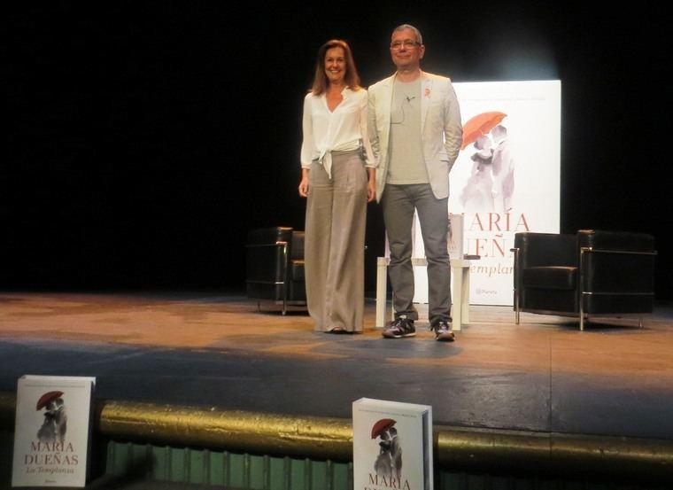 María Dueñas con Juan Ramón Lucas en el Teatro del Circulo de Bellas Artes de Madrid