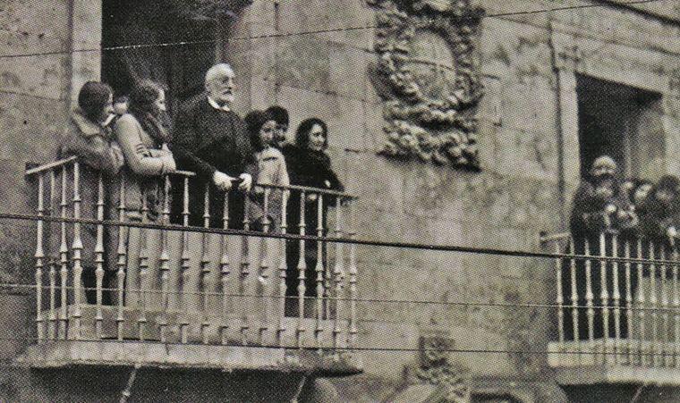 Unamuno aclamado en Salamanca tras su regreso de Hendaya