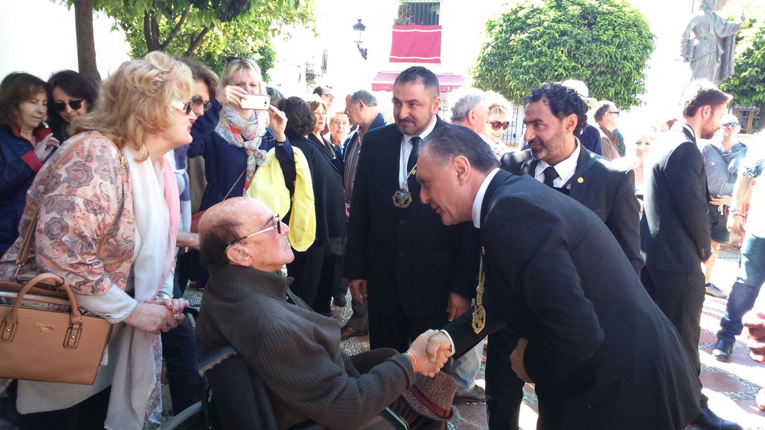 El doctor José Antonio Martínez Carreira, doblemente condecorado en Marbella