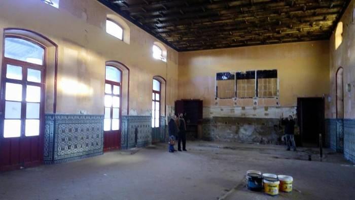 Áureo Gómez inaugura su exposición de pintura en la antigua fonda de ferrocarril de Alcázar de San Juan