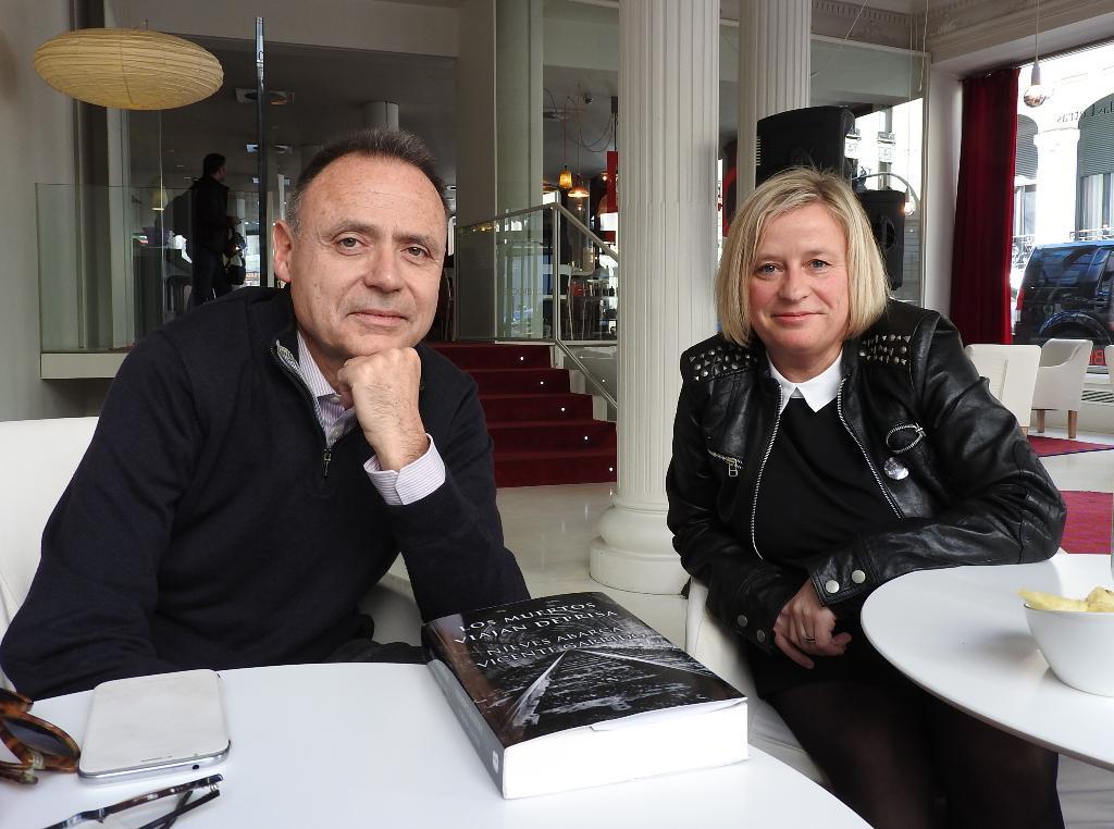"""Entrevista a Nieves Abarca y Vicente Garrido, autores de """"Los muertos viajan deprisa"""""""