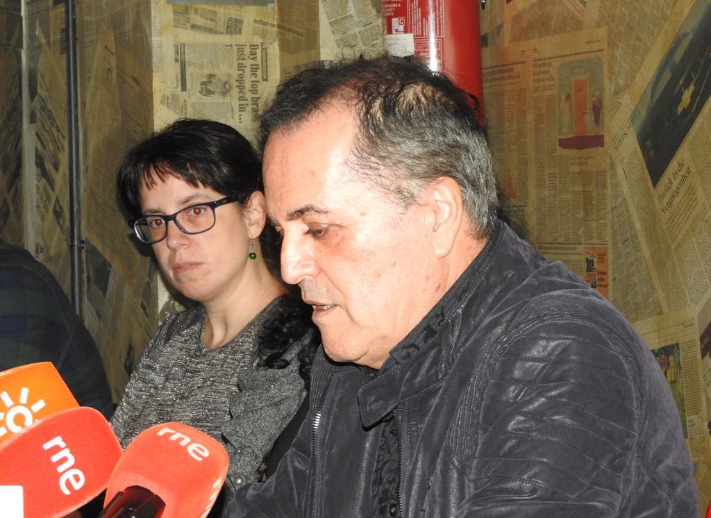 """Juan Cobos Wilkins presenta en Madrid su nuevo poemario """"El mundo se derrumba y tú escribes poemas"""""""