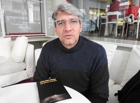 """Entrevista a Emiliano Monge, autor de """"Las tierras arrasadas"""""""