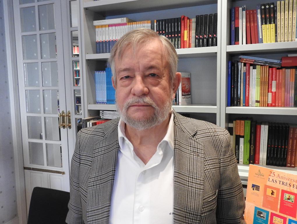 """Entrevista a José María Guelbenzu, autor de """"Los poderosos lo quieren todo"""""""