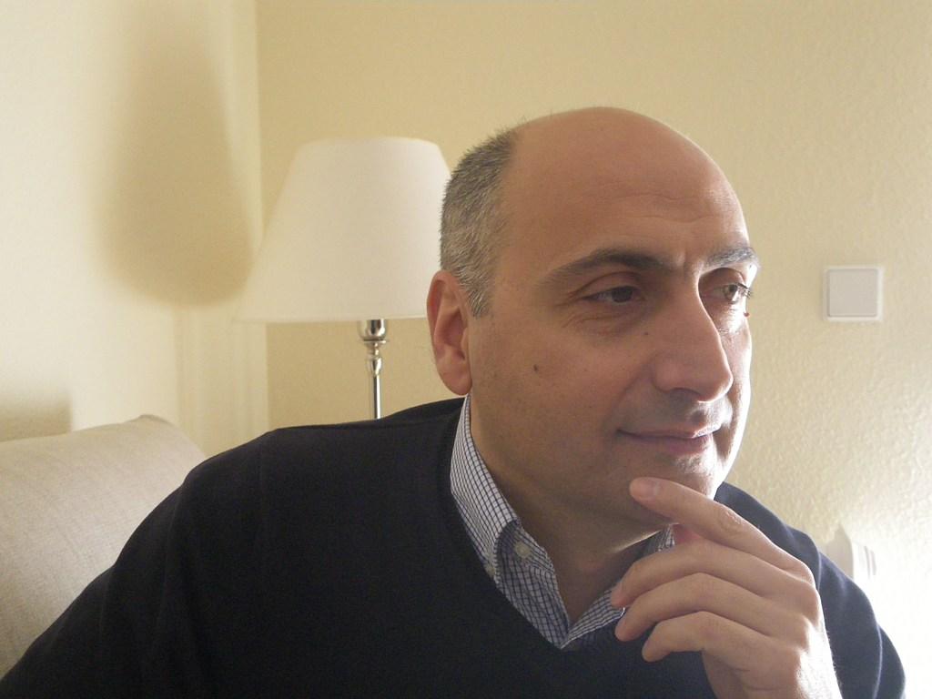 """Entrevista a José Luis Hernández Garvi, autor de """"Rojo en la nieve"""""""