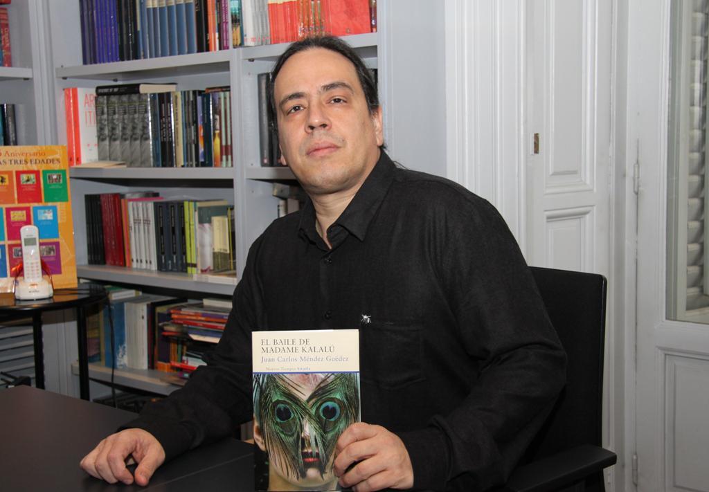 """Entrevista a Juan Carlos Méndez Guédez, autor de """"El baile de Madame Kalalú"""""""