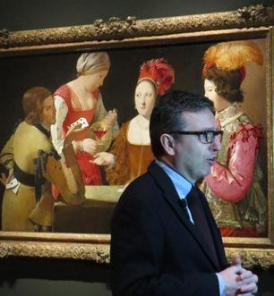 Andrés Úbeda, jefe de Conservación de Pintura Italiana y Francesa del Museo del Prado y co-comisario de la muestra, atendiendo a los medios de prensa