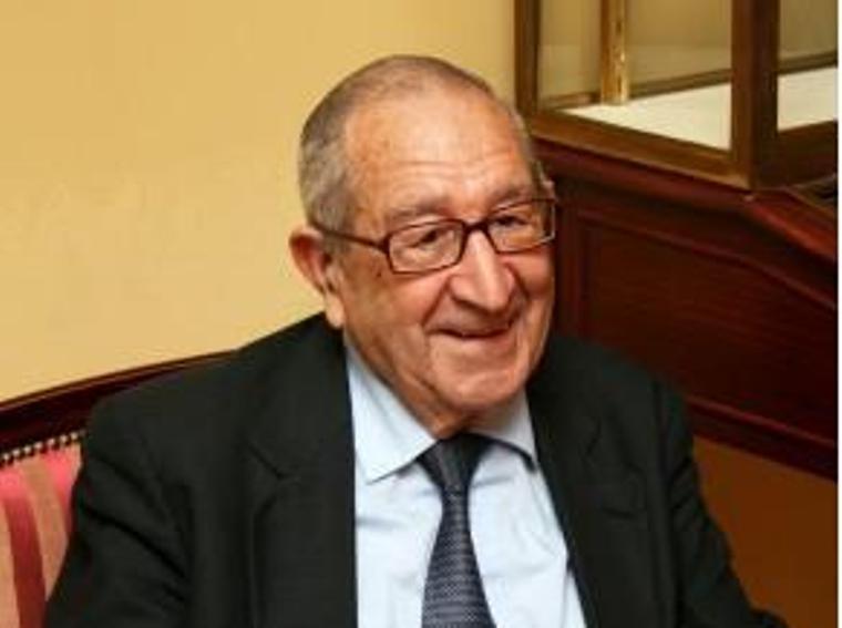 El polémico historiador Luis Suárez presenta