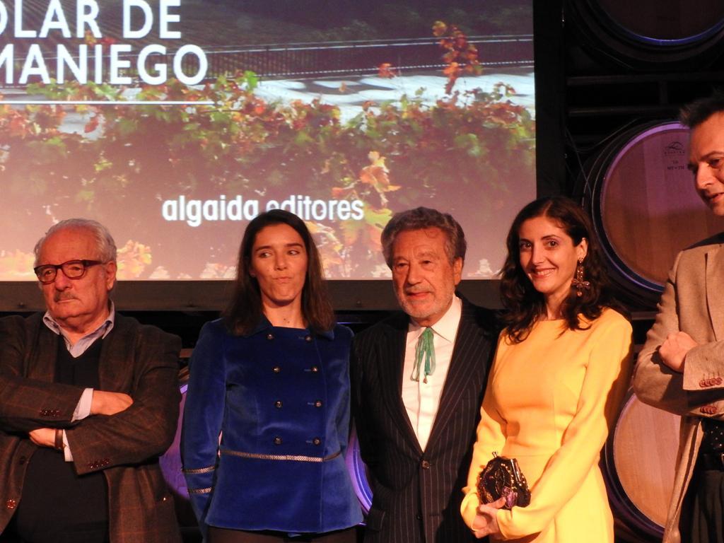 Las bodegas Solar de Samaniego se estrenan en la literatura galardonando a Luis del Val
