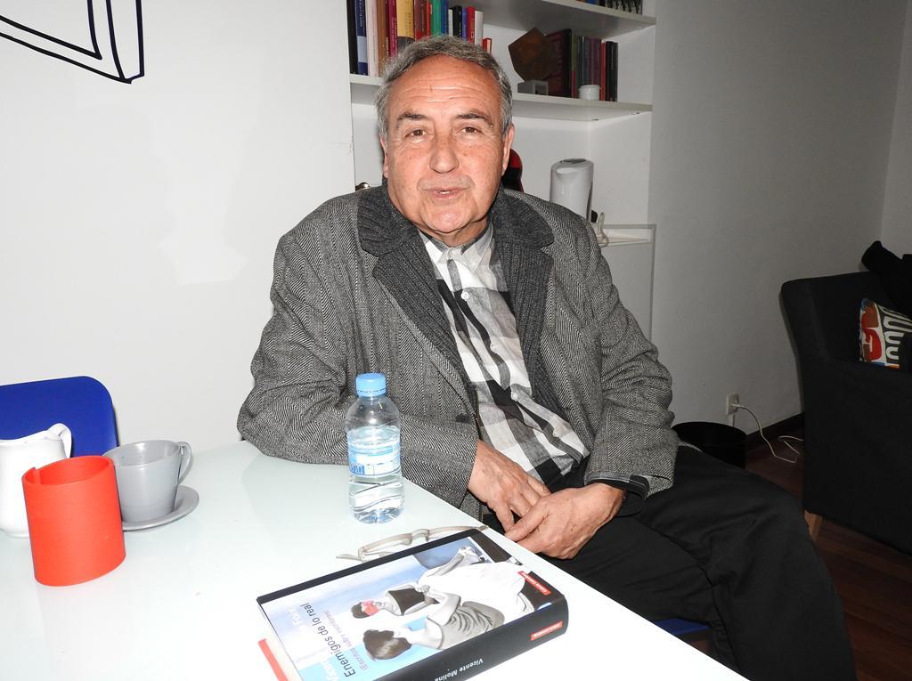 """Entrevista a Vicente Molina Foix, autor de """"Enemigos de lo real"""""""