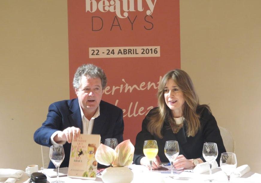 El conocido periodista Juan Luis Cano firmará ejemplares de su novela