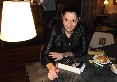 """Entrevista a Clara Peñalver, autora de """"La fractura del reloj de arena"""""""