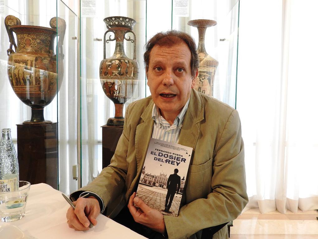 """Entrevista a Fernando Rueda, autor de """"El dosier del rey"""""""