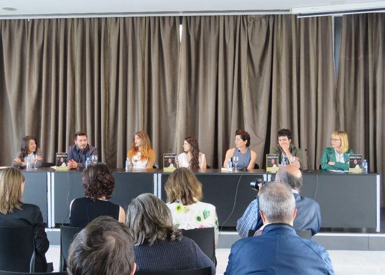 De izquierda a derecha, María Roy, Luis Santamaría, Estefanía Salyers, Ana B. Nieto, Arantxa Aranguren, Carlos Serrano- Clark y Emilia Lope