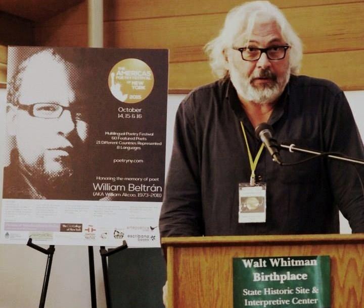 Matías Escalera en la casa natal de Walt Whitman en octubre de 2015