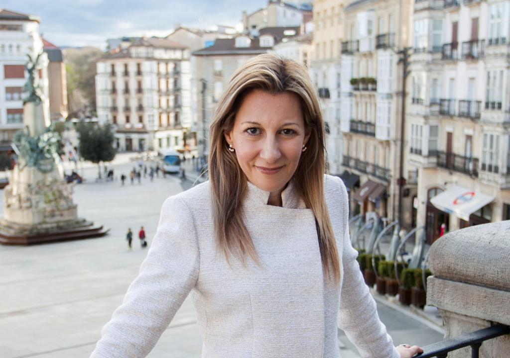 """Entrevista a Eva García Sáenz de Urturi, autora de """"El silencio de la ciudad blanca"""""""