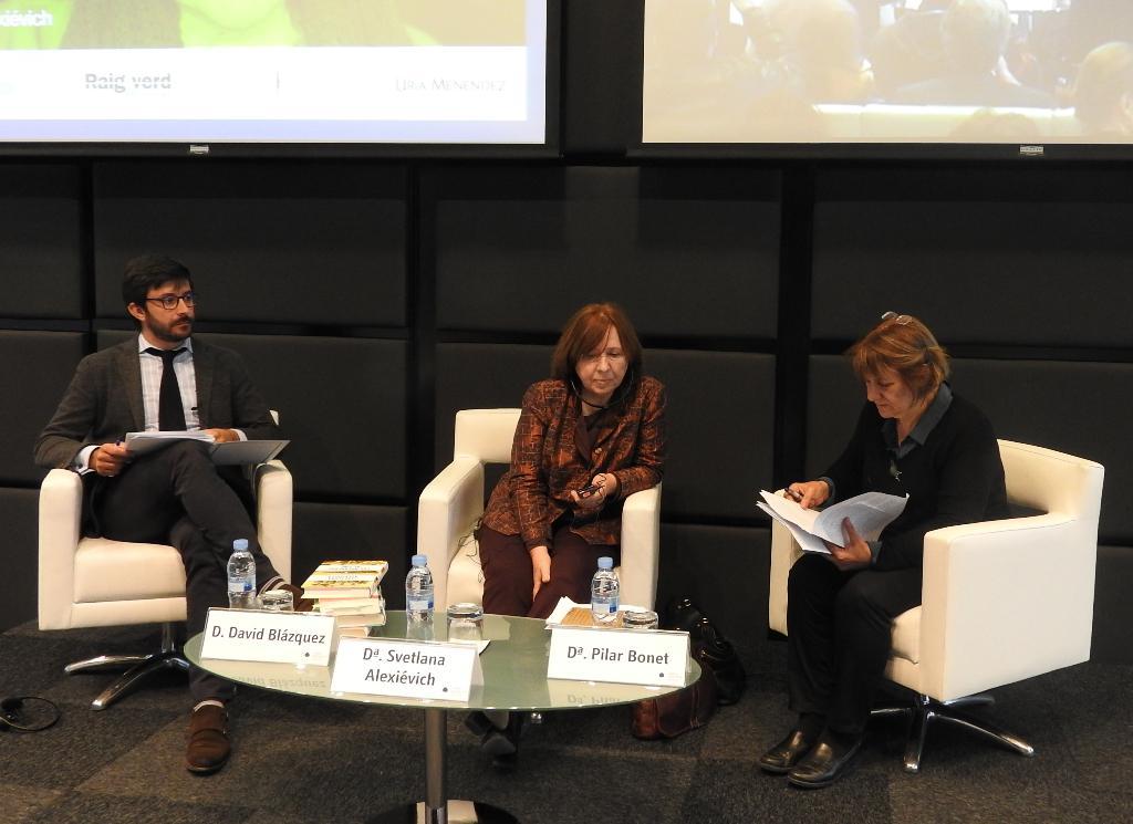 La última ganadora del premio Nobel de Literatura, Svetlana Alexiévich, visita España para dar una serie de conferencias