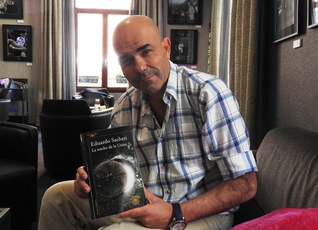 """Entrevista a Eduardo Sacheri, autor de """"La noche de la Usina"""""""
