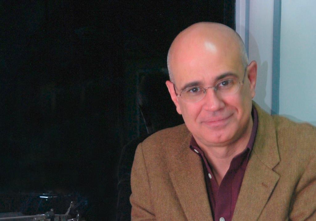 """Antonio Orlando Rodríguez, premio Alfaguara, presenta su libro """"Salchichas vienesas y otras ficciones"""""""