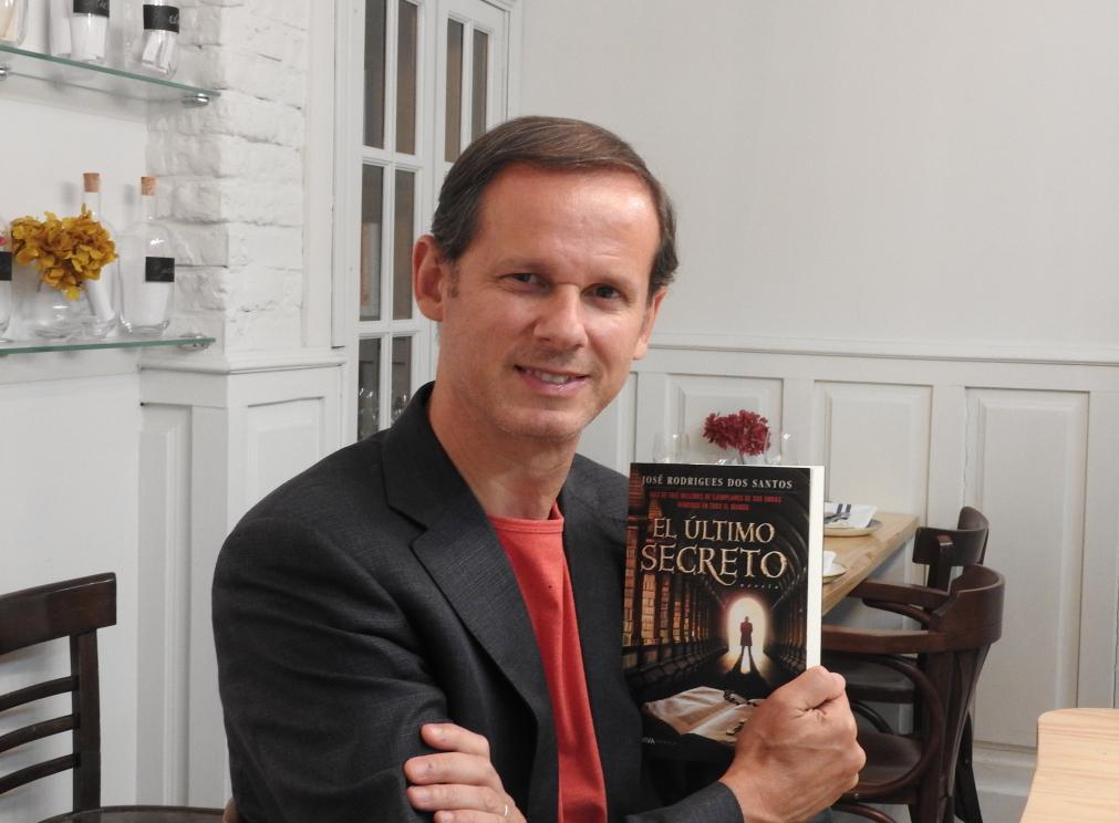 """El escritor portugués José Rodrigues Dos Santos presenta su libro """"El último secreto"""""""