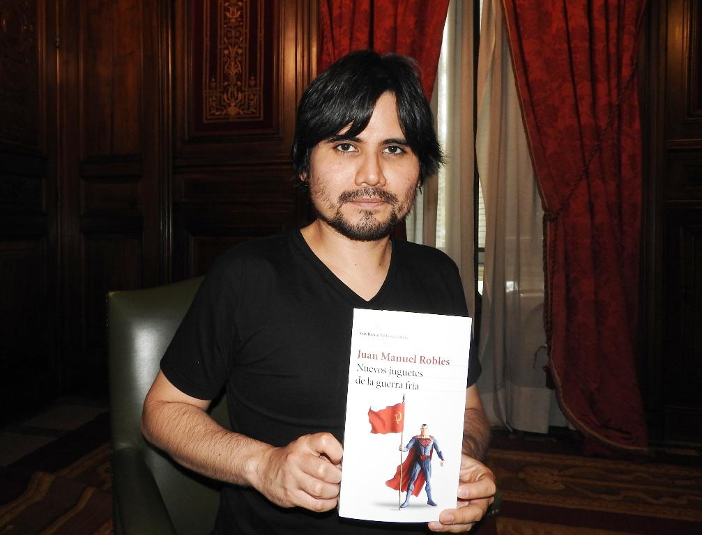 """Entrevista a Juan Manuel Robles, autor de """"Nuevos juguetes de la guerra fría"""""""