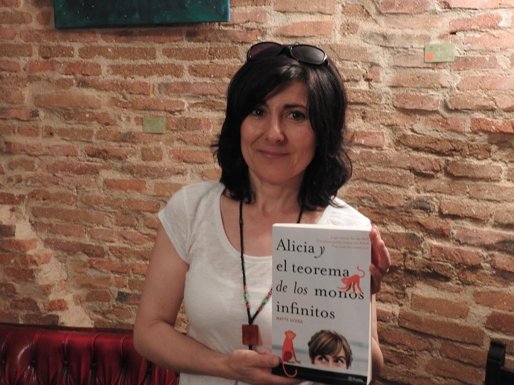 """Mayte Uceda presenta su nueva novela, """"Alicia y el teorema de los monos infinitos"""""""