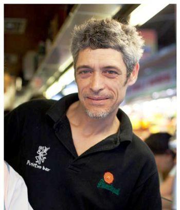 Jordi Asín, sobrino de Juanito, encargado junto a su hermano Albert, de los fogones del bar Pinotxo