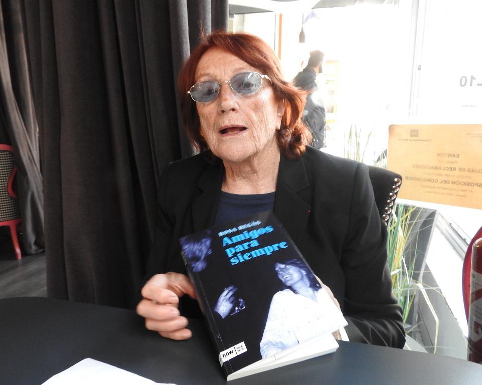"""Entrevista a Rosa Regàs, autora de """"Amigos para siempre"""""""