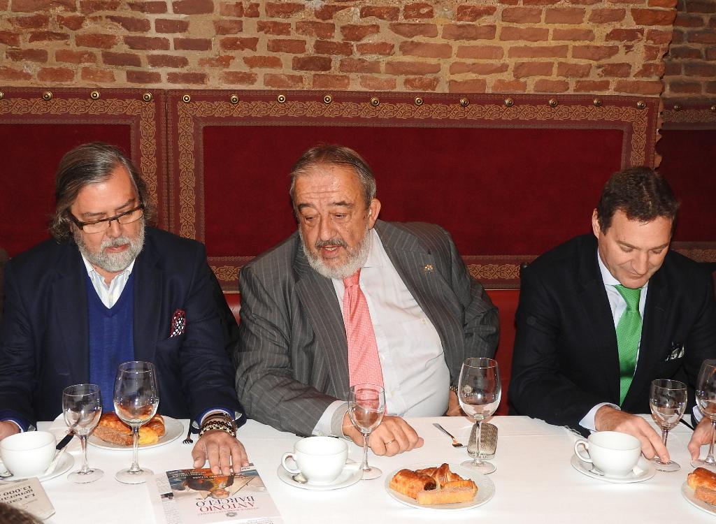 """Agustín Rodríguez González presenta la biografía """"Antonio Barceló"""", ganadora del Premio Algaba 2016"""