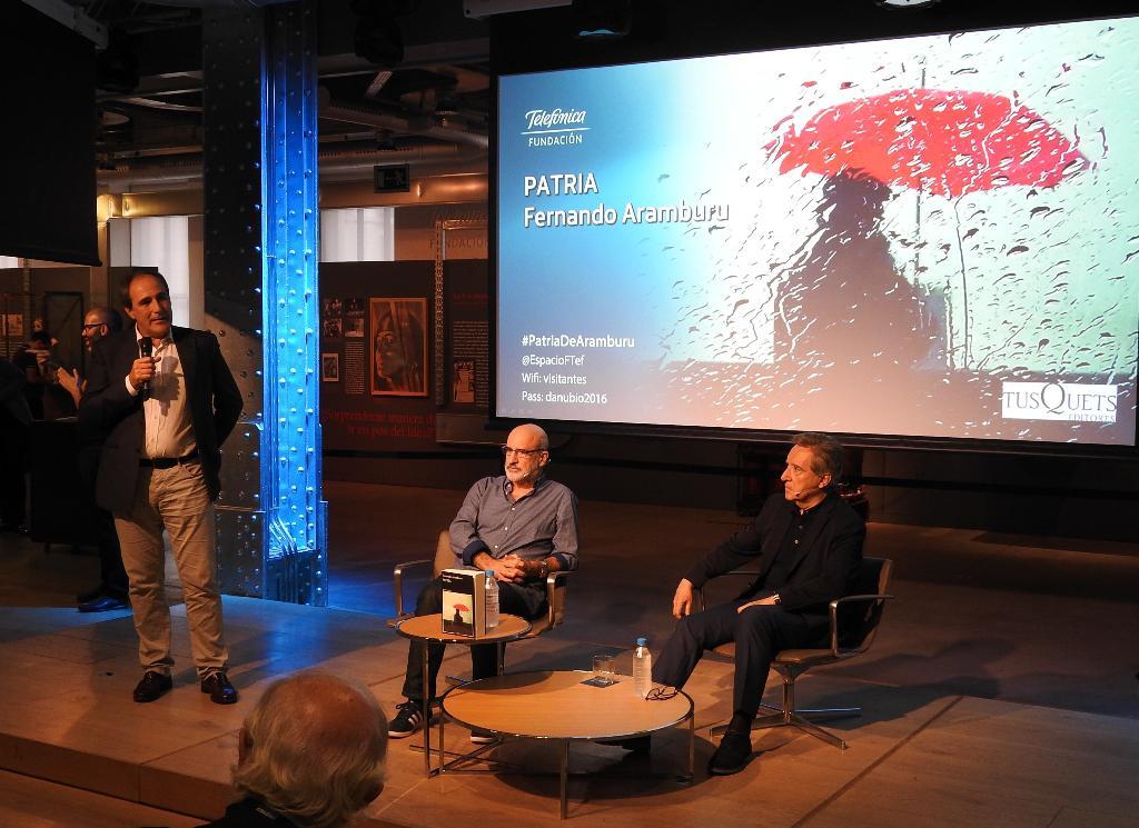 """Fernando Aramburu presenta con Iñaki Gabilondo su novela """"Patria"""""""
