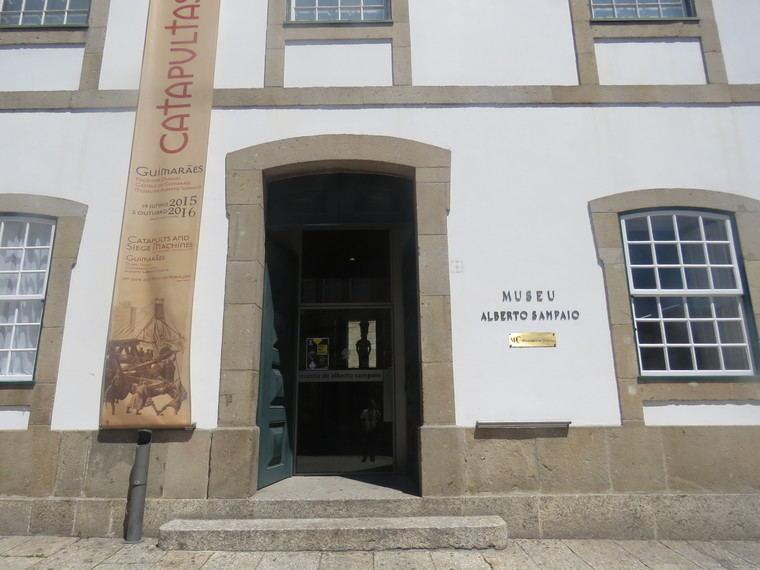 Entrada al Museu Alberto Sampaio