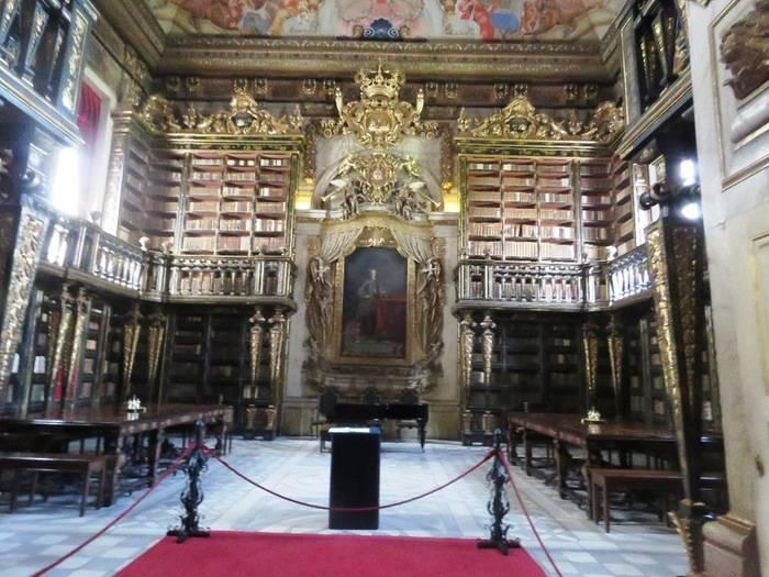 La Biblioteca Joanina es un conjunto de rara belleza y alto nivel artístico
