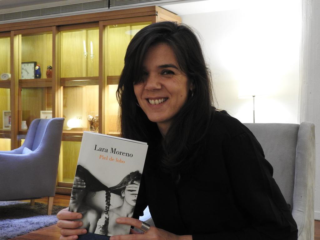 """Entrevista a Lara Moreno, autora de """"Piel de lobo"""""""
