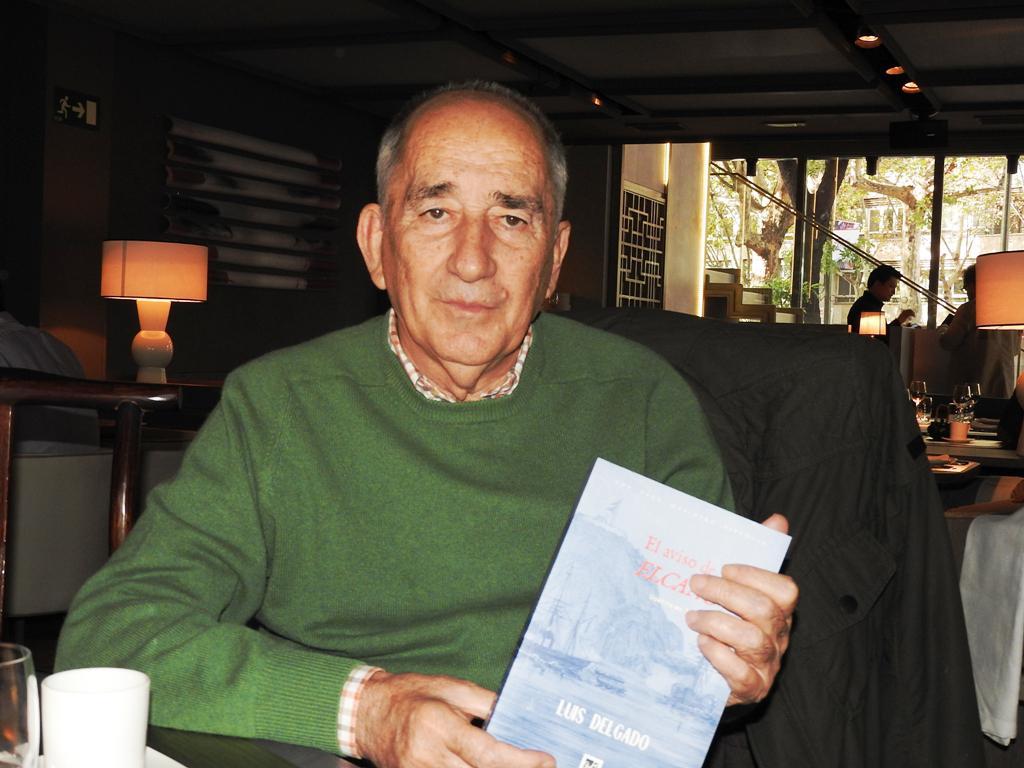 """El escritor murciano Luis Delgado presenta su novela """"El aviso de vapor Elcano"""""""