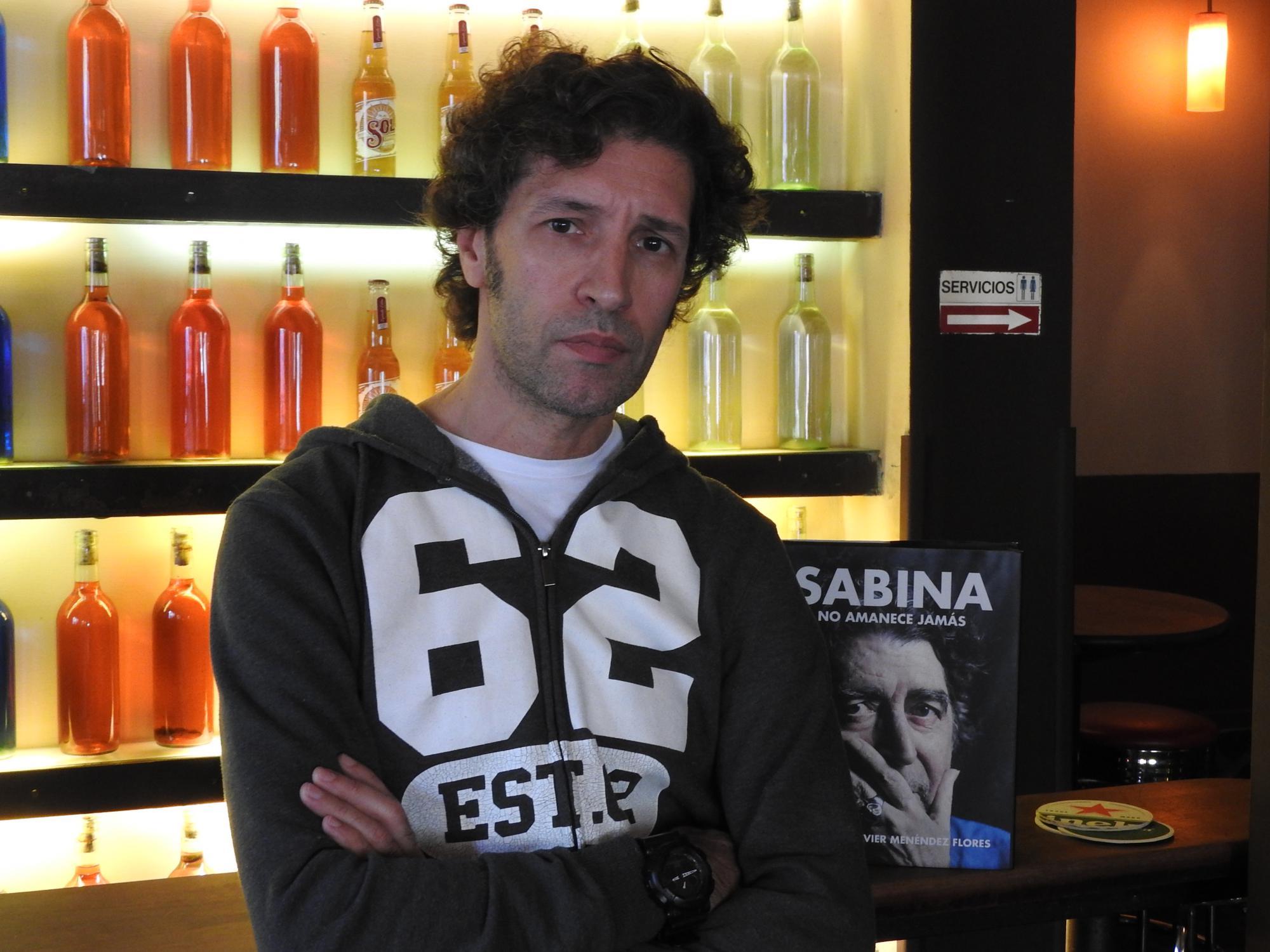 """Entrevista a Javier Menéndez Flores, autor de """"Sabina. No amanece jamás"""""""