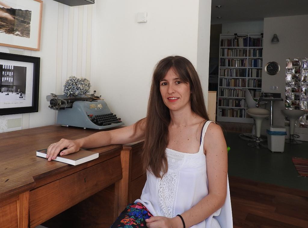 """Entrevista a Nuria Labari, autora de """"Cosas que brillan cuando están rotas"""""""