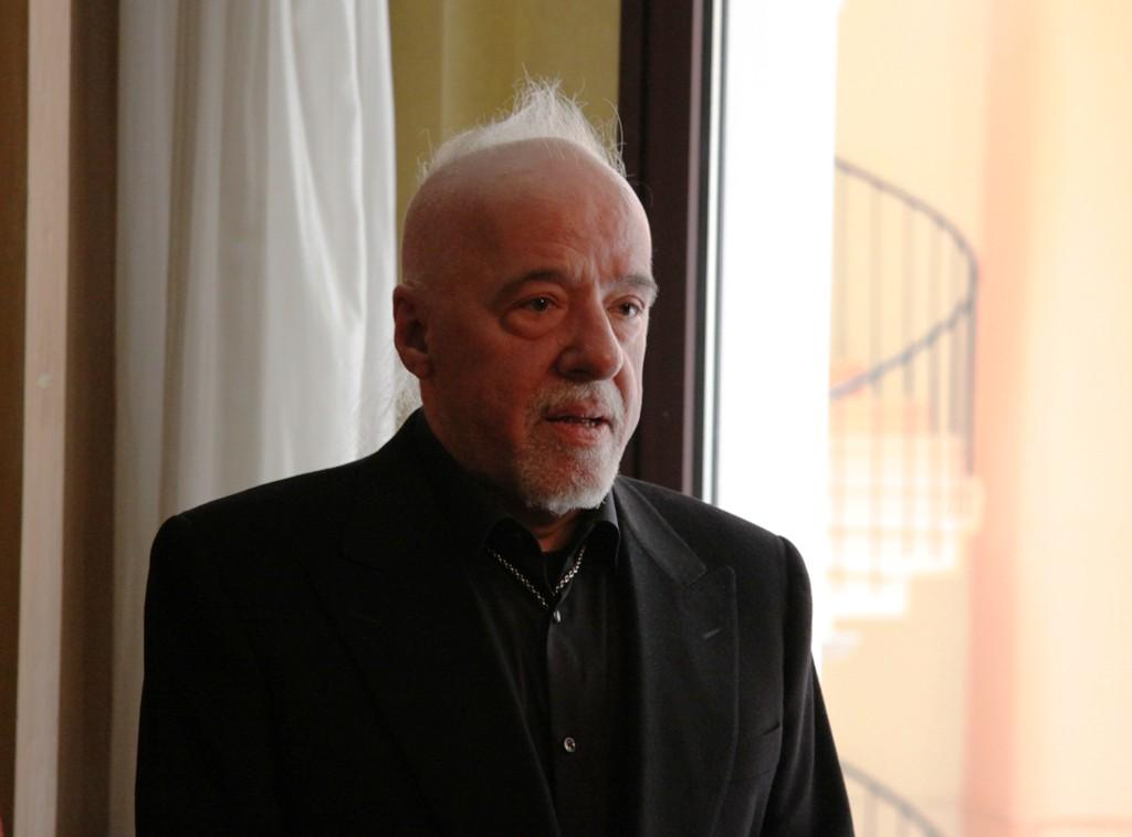 Ya en librerías la nueva novela de Paulo Coelho,