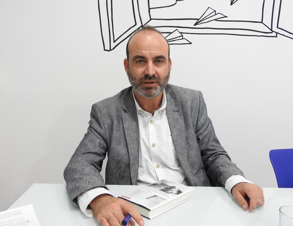 """Entrevista a Ernesto Pérez Zúñiga, autor de """"No cantaremos en tierra de extraños"""""""