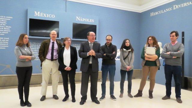 El Académico Delegado del Museo de la Real Academia de Bellas Artes de San Fernando, José María Luzón Nogué, coordinador de la exposición, durante su intervención