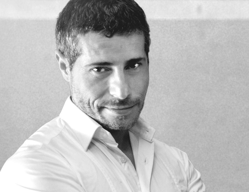 """Jordi Solis publica su ópera prima """"Dime quién te pasa"""""""