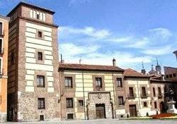 Casa Torre de los Lujanes sita en la Plaza dela Villa de Madrid, antigua sede de la Real Sociedad Económica Matritense de Amigos del País.