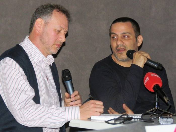 A la derecha Emil Ben Shimon, director de la película